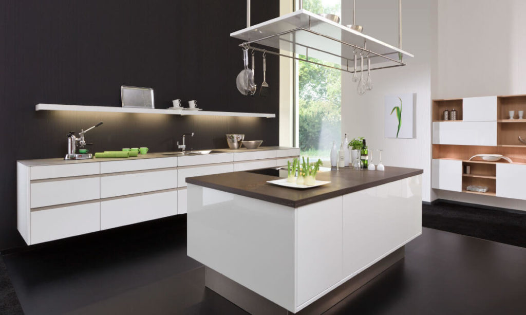 white handle-less kitchen by Rempp