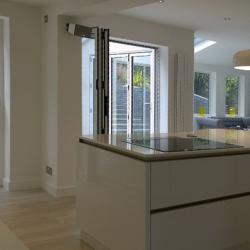 white handle-less gloss kitchen